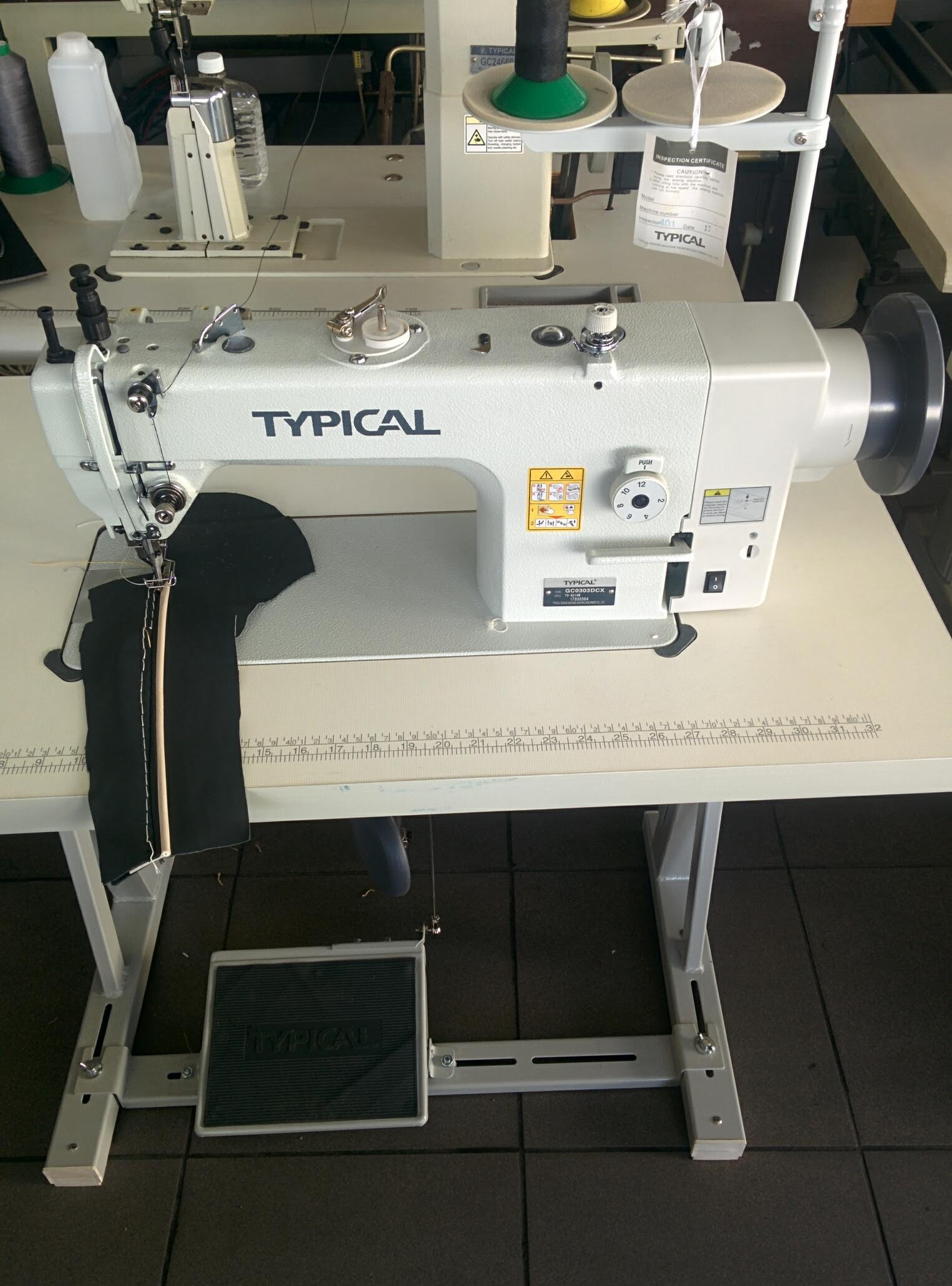 Lockstitch Sewing Machine with Drop and Alternating Top Feed