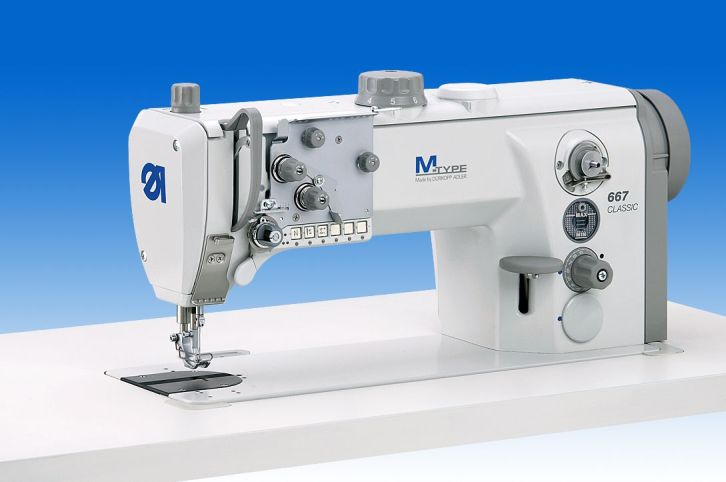 Single needle lockstitch machine with bottom feed, needle feed and alternating feet, with XL-hook