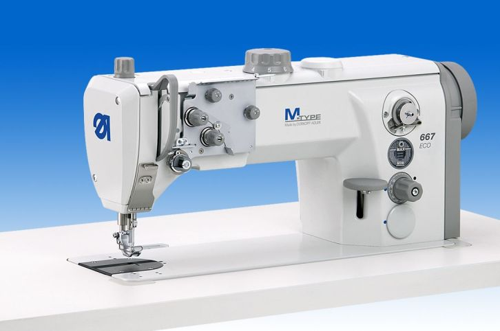 Single needle lockstitch machine with bottom feed, needle feed and alternating feet, with XXL-hook