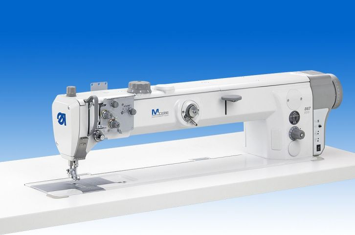 Twin needle lockstitch longarm machine, 700 mm clearance to the right of the needles