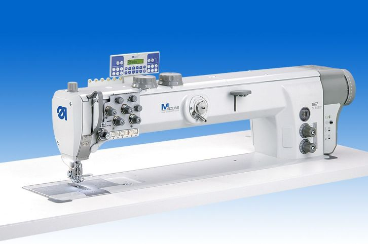 Twin needle lockstitch longarm machine with DA Direct Drive, 700 mm clearance to the right of the needles