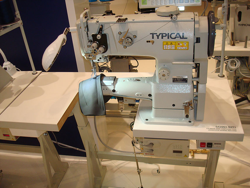 Heavy-Duty Cylinder Arm Compound Feed Sewing Machine with Vertical Hook