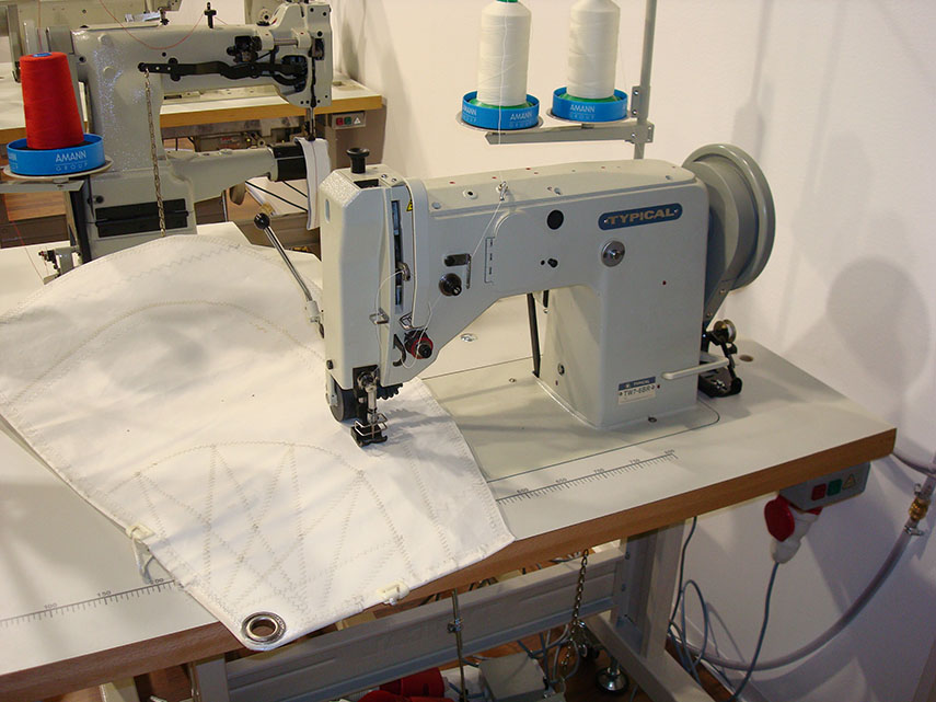 Extra Heavy-Duty Zig Zag Lockstitch Sewing Machine