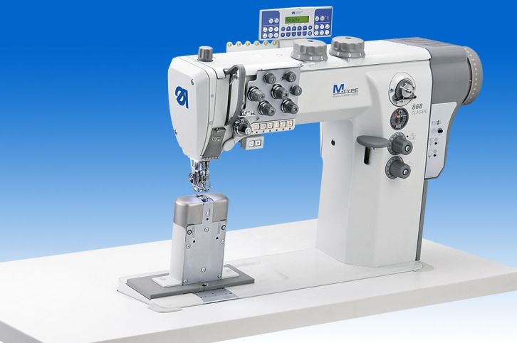 Twin needle lockstitch post bed machine with disconnectable needle bars and DA Direct Drive