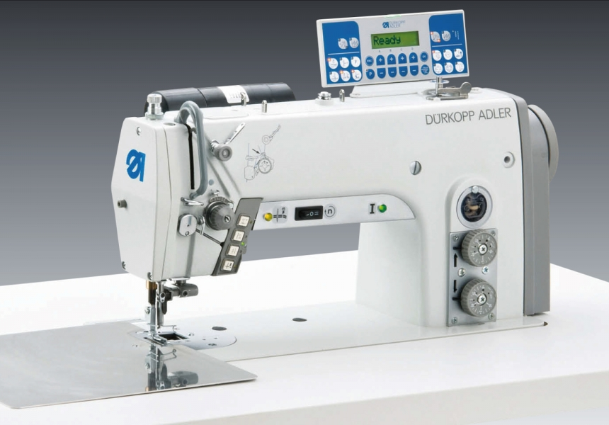 Runstitching and cutting with seperate driven edge trimmer